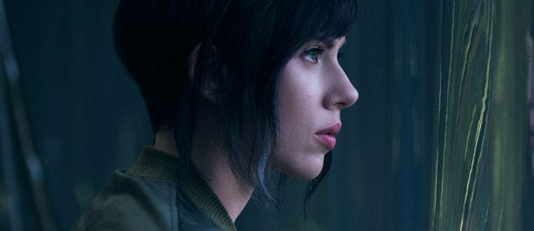 """Personagem de Scarlett Johansson acorda em novo corpo em """"A Vigilate do Amanhã: Ghost In The Shell"""""""