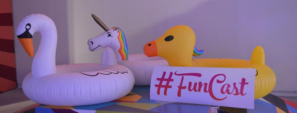 """Conheça a """"FunCast"""", exposição interativa para fotos com mais de 25 cenários!"""